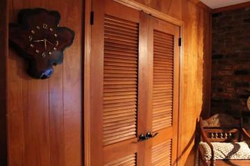 Шкаф с жалюзийными дверцами своими руками