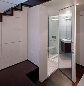 Необычная дверь в ванную комнату