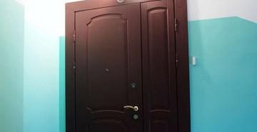 Входная дверь со стороны подъезда