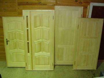 Четыре деревянные двери