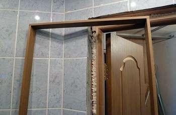 Дверная коробка в ванной
