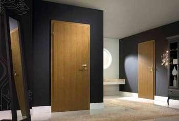 Коридор с одинаковыми дверьми
