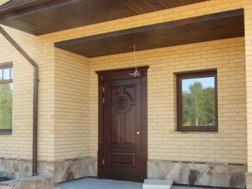 Входная дверь в дом