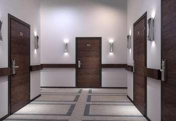 Входные двери на лестничной площадке