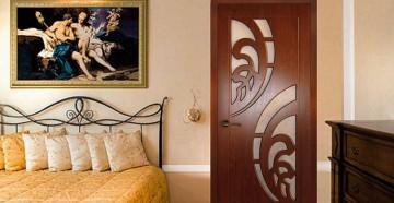 Красивая дверь в спальне