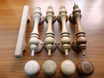 Разные деревянные дверные ручки