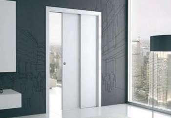 Белая дверь пенал