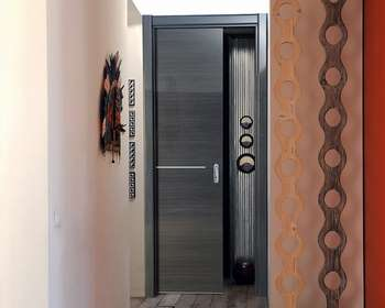Стильная дверь пенал