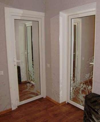Две зеркальные двери