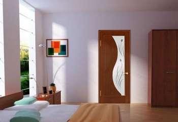Дверь в спальне со стеклом