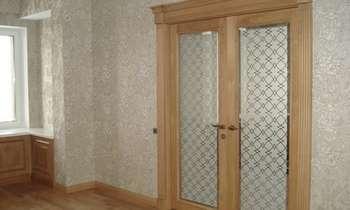 Двойные двери со стеклом