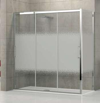 Матовое стекло раздвижных дверей в душевой кабине