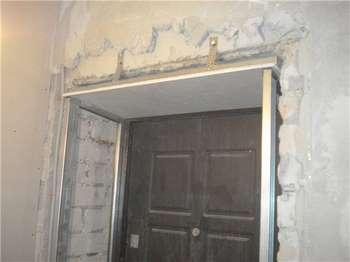 Неотделанный дверной откос