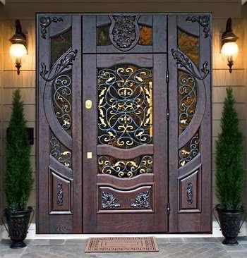Очень красивая кованая дверь со стеклом