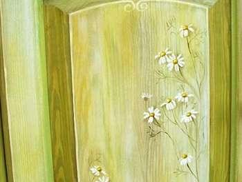 Рисунок ромашек на двери
