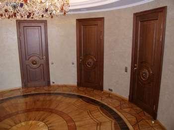 Три двери в холле