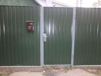 Зеленая калитка и забор из металлопрофиля