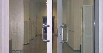 Алюминиевые двери на производстве