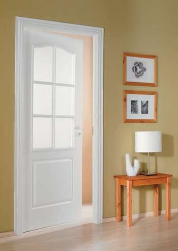 Белые двери и коробка
