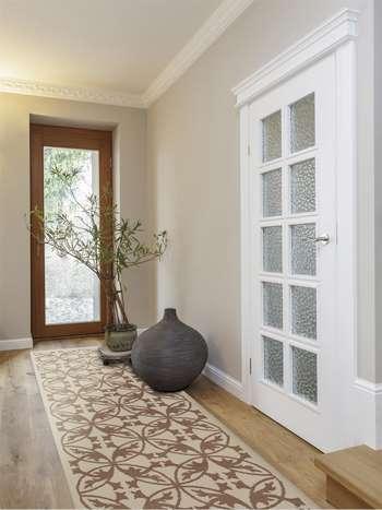 Белые двери с рефленым стеклом