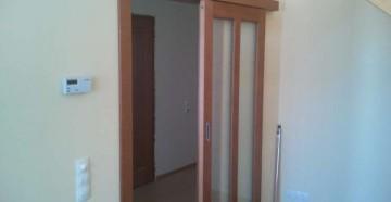 Деревянные откатные двери с шуруповертом