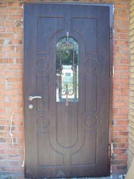 Дверь с проемом и ковкой