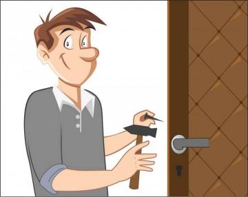Картинка мужик обивает дверь
