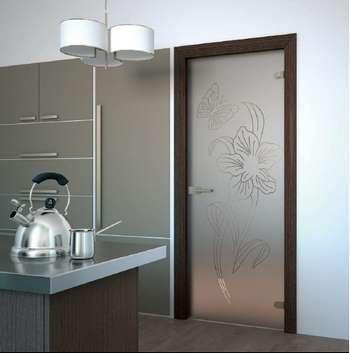 Стеклянная дверь акма на кухне