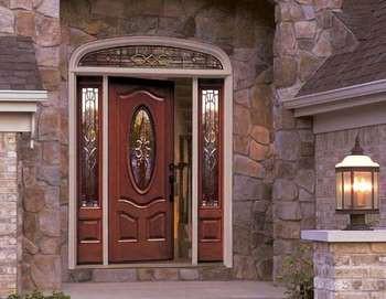 Входная дверь со стеклом и боковыми вставками и ковкой