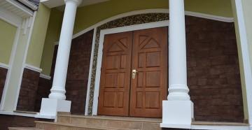 Добротная входная дверь