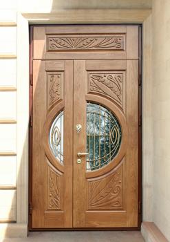 Красивая входная двойная дверь