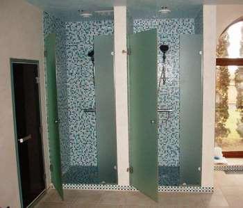 Матовые стеклянные двери для душевых