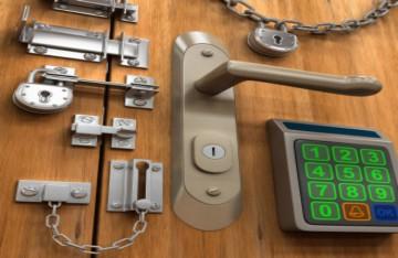 Замки щеколды цепочки задвижки на двери