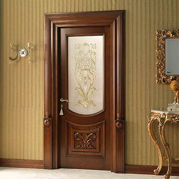 Деревянная межкомнатная дверь с большой вставкой