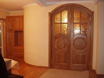 Деревянные двойные межкомнатные двери со стеклом