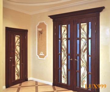 Деревянные межкомнатные двери с стеклянными вставками с разноцветным узором