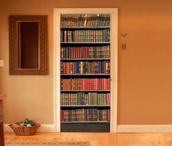 Двери с рисунком в виде книжного шкафа
