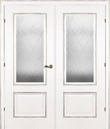 Двустворчатая белая дверь со стеклом
