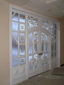 Очень красивые двери с стеклянными вставками