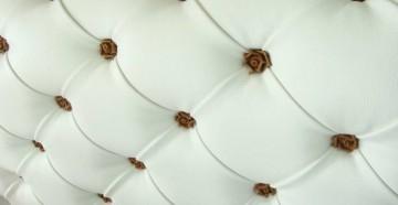 Белый дермантин с гвоздиками в виде розочек