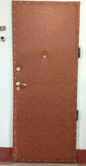Металлическая дверь под дермантином