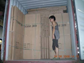 Китаец в фургоне с дверями