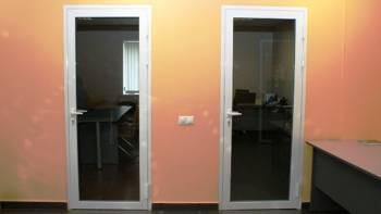 Стеклянные офисные двери