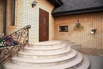 Красивое крыльцо частного дома