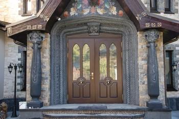 Мощные входные двери в коттедж