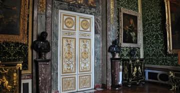 Очень красивые двери в античном стиле