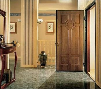 Jткрытая входная дверь в дом