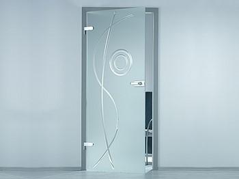 Приоткрытая стеклянная дверь