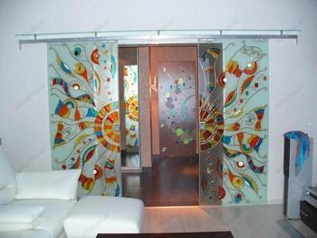 Раздвижные стеклянные двери с витражом