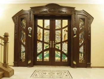 Шикарные входные двери в доме